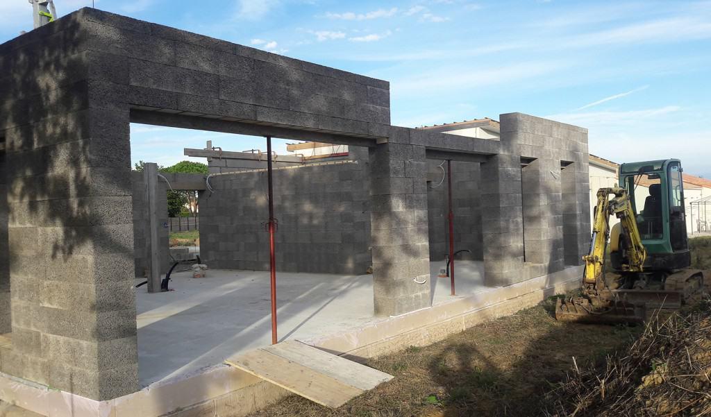 Construction d'une maison passive à Chavagnes-en-Paillers avec le bloc Thermibloc et l'entreprise CMBB